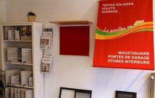 intérieur show room protections solaires