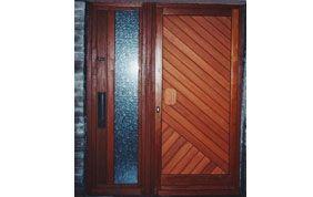 Porte d'entrée en bois et verre