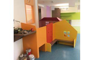 chantier de peinture dans école maternelle