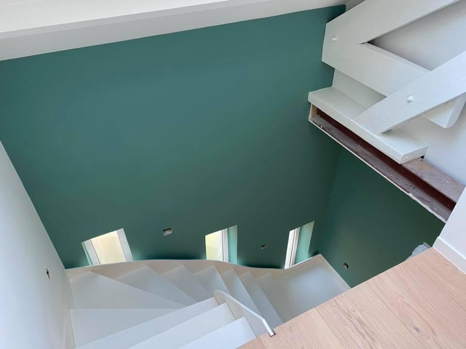 Peinture cage escalier accès difficile