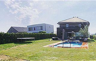 grand jardin avec piscine