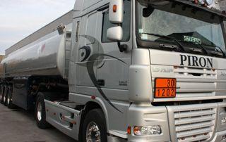 camion de livraison de mazout Piron
