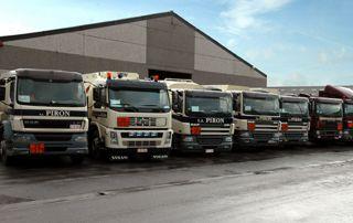 camions société Combustibles Piron