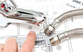 matériel de plomberie : tuyau, robinet et plan