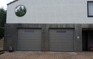 Façade habitation moderne portes de garage grises