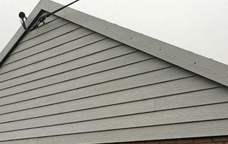 bardage de toiture peint en gris clair