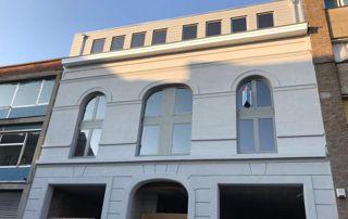 Façade et fenêtres cintrées