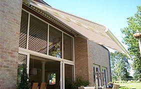 Screens solaire devant de grandes baies vitrées