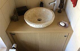 évier et meubles salle de bain en bois