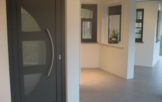 portes et fenêtres dans showroom