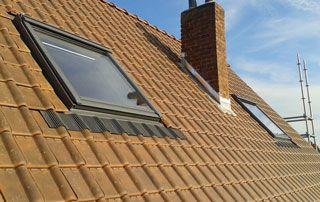 couverture en tuile avec fenêtres de toit