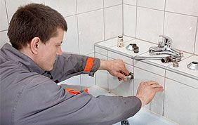 pose robinet sur mur salle de bain