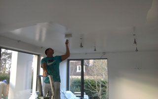peinture plafond : peintre au travail