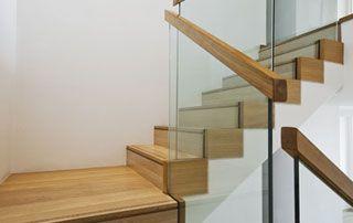 Scabel bois rampe d'escalier bois et verre