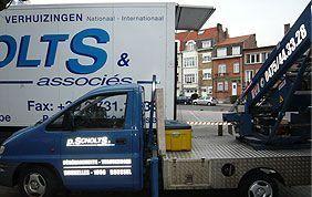 camion et lift stationnés