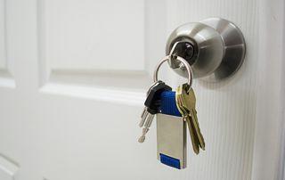clés sur serrure