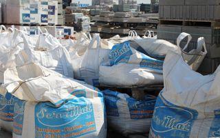 sacs de ciment et plâtre
