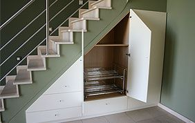 petit placard sous escalier