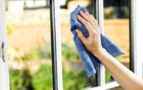 Nettoyage de fenêtres intérieures