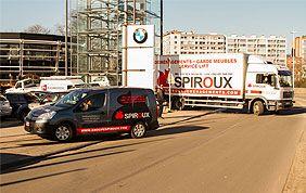 camion et camionnette de déménageurs