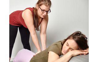 étirement du dos kiné prénatale