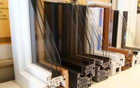 chassis en PVC découpés showroom