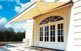 Porte fenêtre avec protection solaire