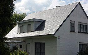 maison avec toit incliné