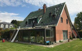pose couverture en ardoise sur toit incliné