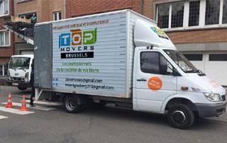 camion de déménagement avec lift