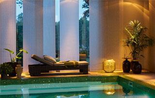 panneaux japonais dans espace piscine