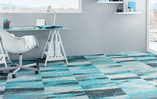 tapis de sol à carrés colorés