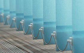 stores verticaux bleus