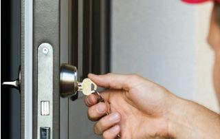 Dépannage clé coincée dans une porte