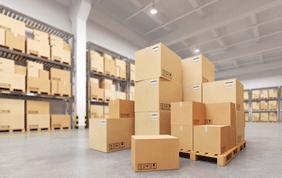 pile de cartons prêts à être stockés dans un garde-meubles