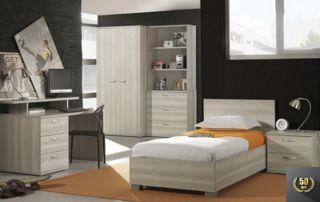 chambre avec lit une personne, placard et bureau en bois
