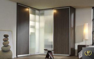 grand placard en angle avec portes coulissantes