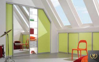 placard sous pente avec portes vert clair
