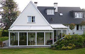 voile solaire de véranda et pergola sur une maison avec jardin