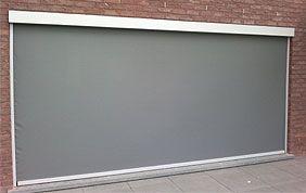 porte de garage motorisée de couleur grise