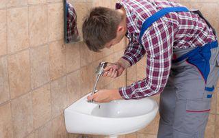 installation lavabo et robinetterie