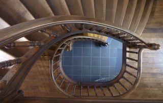 volée d'escaliers vue d'en haut