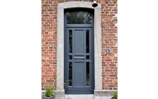 porte extérieure bleu foncé
