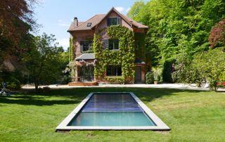 piscine extérieure dans jardin en Hainaut