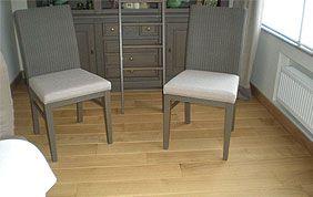 mini-salon avec revêtement en bois
