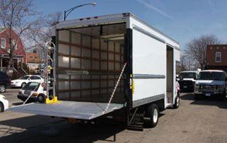 camion de déménagement ouvert pour chargement