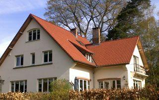 belle maison avec toit en tuiles
