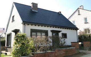 maison avec couverture en ardoise