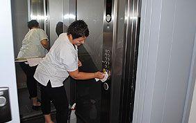 nettoyage intérieur ascenseur