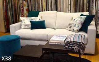 Canapé blanc et tentures